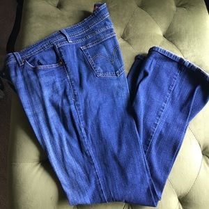 Levi's Boot Cut 518 Flared Jeans
